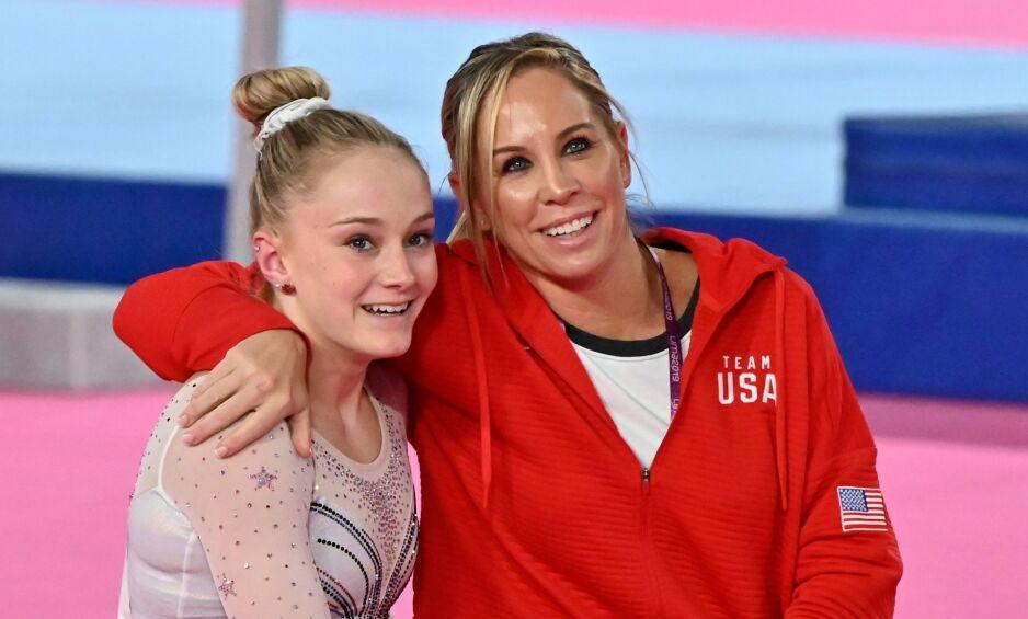 OVERGREP: Maggie Haney (t. h.) er utestengt fra turn i åtte år på grunn av fysisk og psykisk mishandling. Her sammen med turnstjerna Riley McCusker. Foto: Luis ROBAYO / AFP / NTB Scanpix