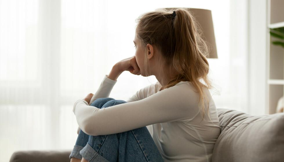 SOSIAL FOBI: Svenske forskere mener sosial angst henger tett sammen med personlighet, og har utarbeidet tre undergrupper av sosial angst. Foto: Shutterstock / NTB Scanpix