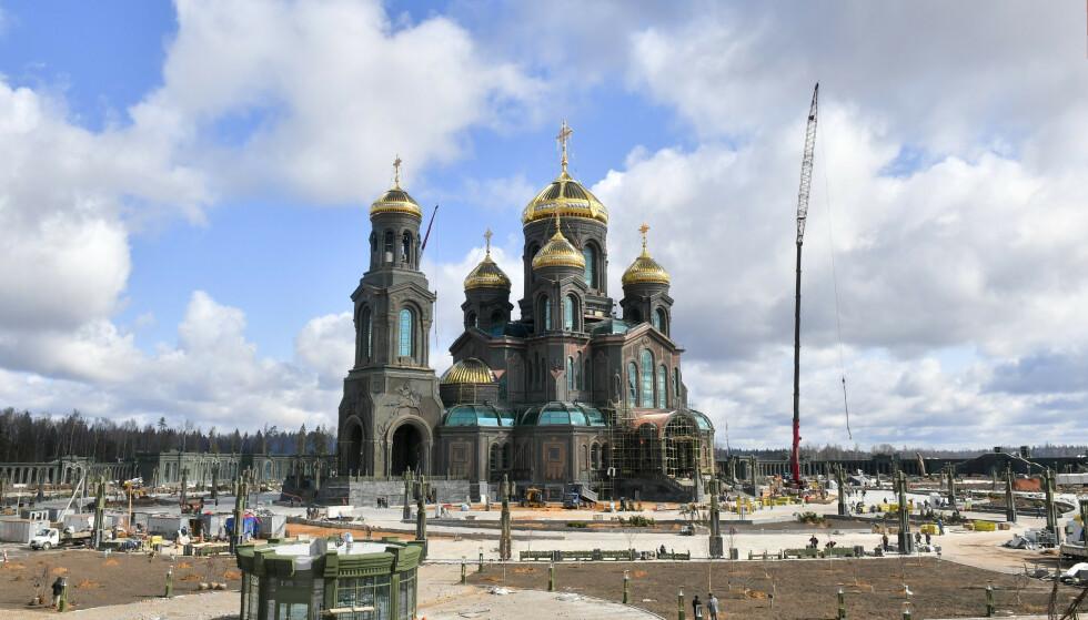 DE VÆPNEDE STYRKERS KATEDRAL: Kirken som velsigner russisk kraft-patriotisme står ferdig. Foto: AP / NTB Scanpix