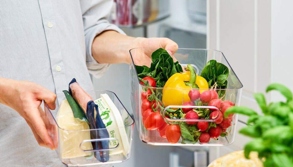 UT MED ALT: Tøm kjøleskapet og vask innsiden før du starter systematiseringen.