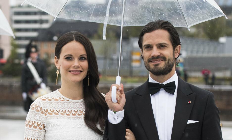 FYLLER ÅR: I dag har prins Carl Philip av Sverige bursdag, men feiringen blir av den mer beskjedne sorten. Her er han med kona prinsesse Sofia i Oslo. Foto. NTB Scanpix