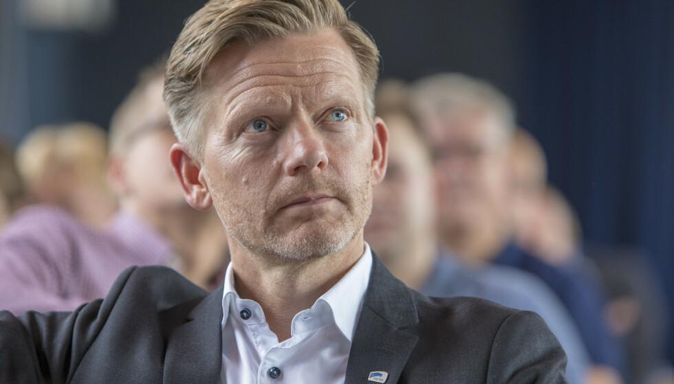 ADVARES MOT DOBBELTROLLE: Ishockeypresident og stortingsrepresentant Tage Pettersen.     Foto: Ole Berg-Rusten / NTB Scanpix
