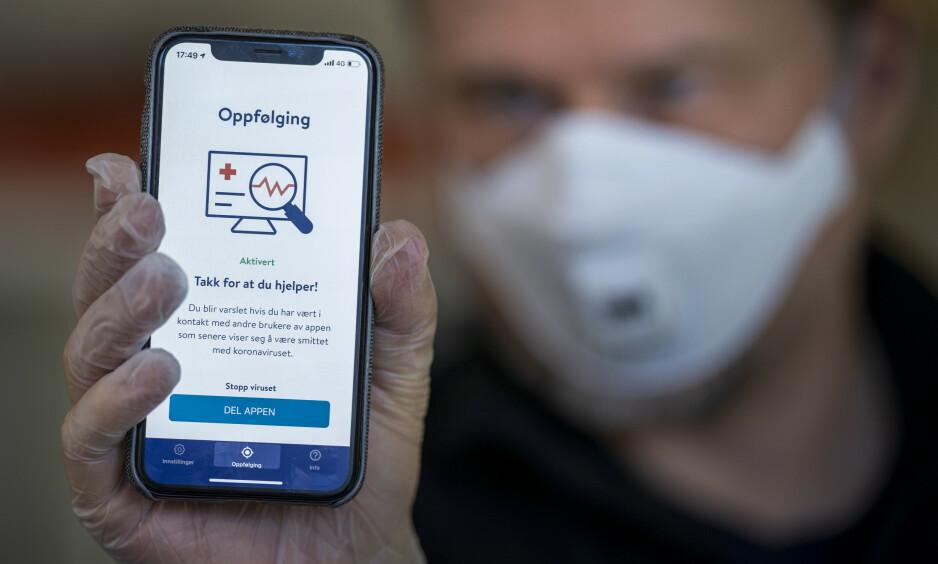 KLAGET INN: Fem teknologer mener at Folkehelseinstituttet burde ha lagt ut ønsket om smittestopp-app på anbud, for å få best mulig tilbud. - Jeg tror smittestopp blir en smitteflopp, sier en av klagerne, Kirill Miazine. Foto: Heiko Junge / NTB scanpix