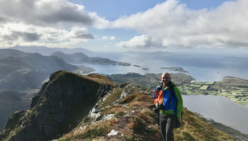 TOPPTUR: Fra toppen av fjellet er det utsikt i alle himmelretninger. Foto: Martin Stølen