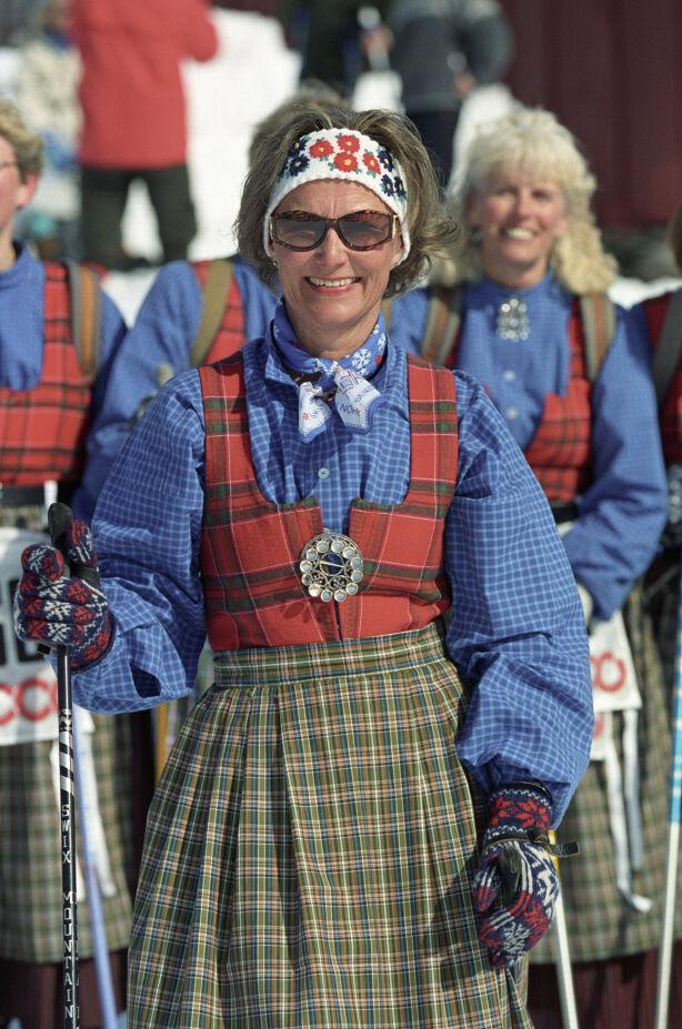 RONDASTAKK: Dronning Sonja iført sin Rondastakk under påskskirennet i 1993. Foto: Lise Åserud / NTB
