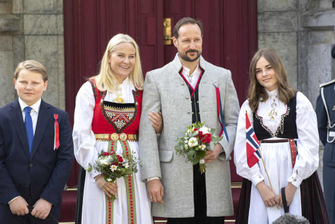 FORSKJELLIGE BUNADER: I 2019 droppet prins Sverre Magnus bunaden, mens resten av kronprinsfamilien stile i hver sin. Foto: Andreas Fadum / Se og Hør
