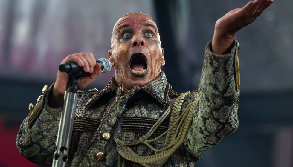 RAMMSTEIN: Rammstein-vokalist Till Lindemann, avbildet under en konsert i Tyskland i fjor sommer. Foto: Christophe Gateau / DPA / AFP) / Germany OUT