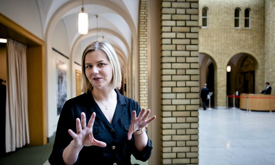 NY HANDLINGPLAN: Kunnskaps og integreringsminister Guri Melby (V) starter arbeidet med en ny handlingsplan mot negativ sosial kontroll. Foto: Lars Eivind Bones