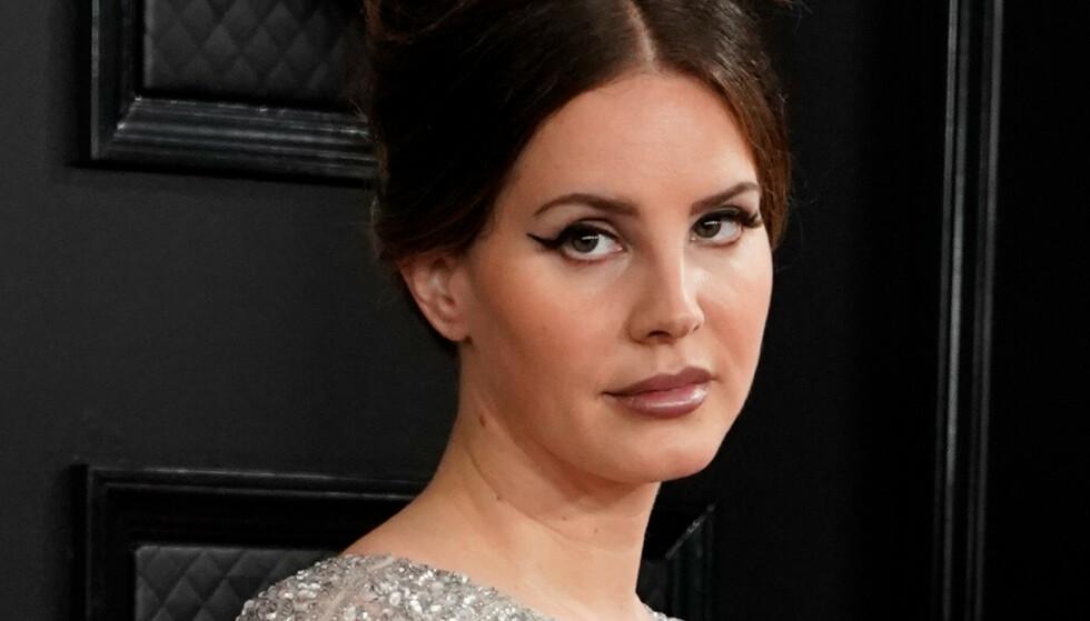 PLATE NUMMER SEKS: Lana Del Rey er fortsatt seg selv lik på sin nye plate. Det er en god ting. Foto: REUTERS/Mike Blake
