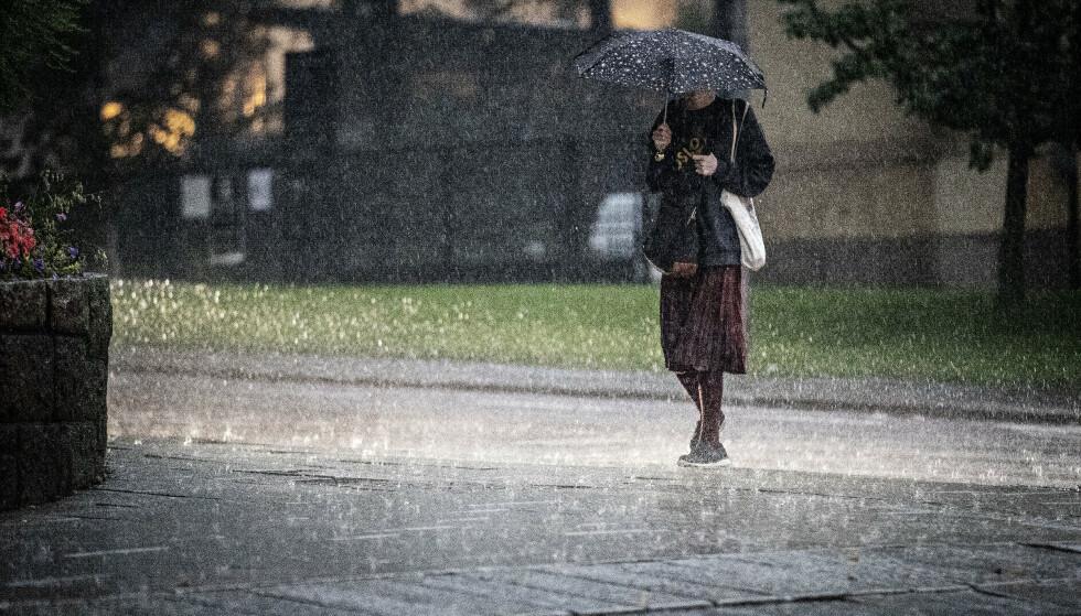 FAREVARSEL: Meteorologisk varsler at de vil sende ut gult farevarsel om regn for områder i Sør-Norge. Foto: Bjørn Langsem / Dagbladet