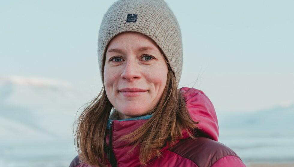 NÆRT INNPÅ: Line Nagell Ylvisåker har bodd i Longyearbyen siden 2006. Etter å ha observert klimaendringene på nært hold, begynte hun å spørre seg selv: «Kva pokker er det som skjer?» Foto: RAGNHILD UTNE / SAMLAGET