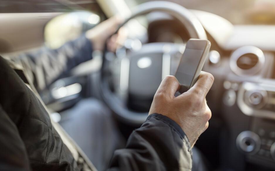 UOPPMERKSOM: Ikke vær den sjåføren som er uoppmerksom bak rattet. Foto: Shutterstock