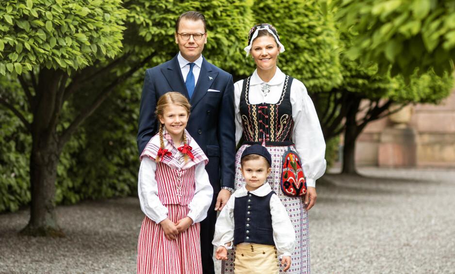 KRONPRINSESSEFAMILIEN: I anledning Sveriges nasjonaldag 6. juni, har det svenske kongehuset delt nye bilder av prins Daniel, kronprinsesse Victoria og deres to barn Estelle og Oscar. Foto: Det svenske kongehuset