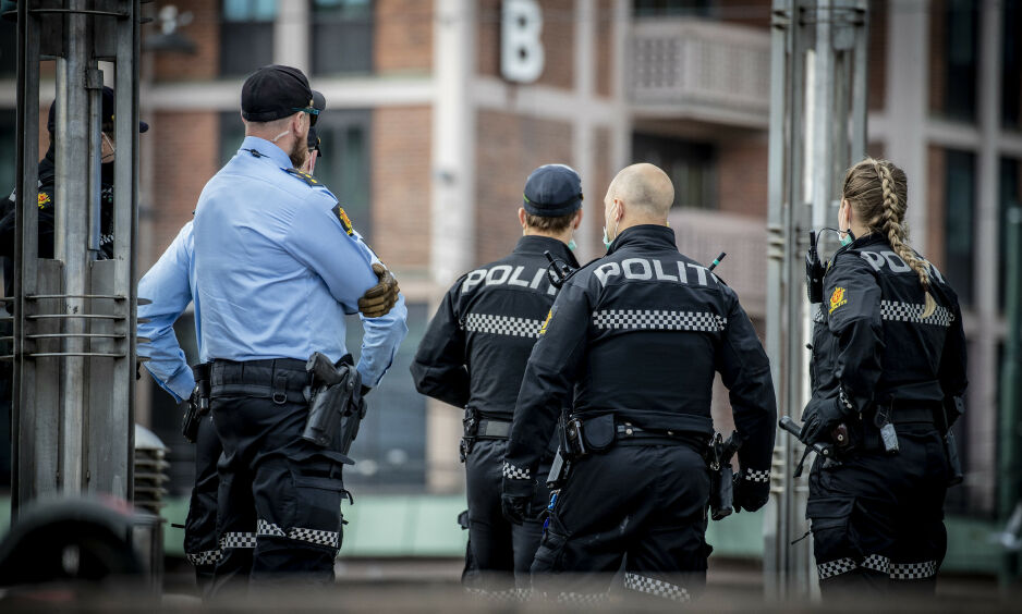 «SKREMT»: Kronikkforfatteren mener MDG-politikeren Une Bastholms uttalelser til Dagbladet ikke gir et riktig inntrykk av hvordan politiet i Oslo jobber. Her politi ved Jernbanetorget ved en tidligere anledning. Foto: Bjørn Langsem / Dagbladet