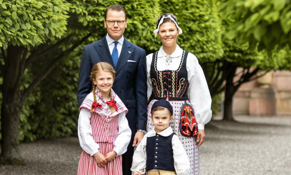 NYE BILDER: Fredag slapp det svenske kongehuset nye bilder av kronprinsessefamilien, i forbindelse med Sveriges nasjonaldag 6. juni. Én detalj har imidlertid fått rojale fans til å sperre opp øynene. Foto: Det svenske kongehuset