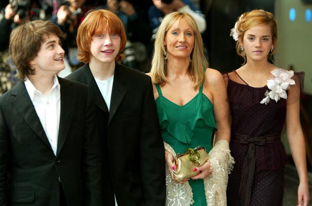 2004: Her er Daniel Radcliffe avbildet sammen med Rupert Grint, J.K Rowling og Emma Watson under premieren av «Harry Potter and the Prisoner of Azkaban» i London. Foto: NTB Scanpix