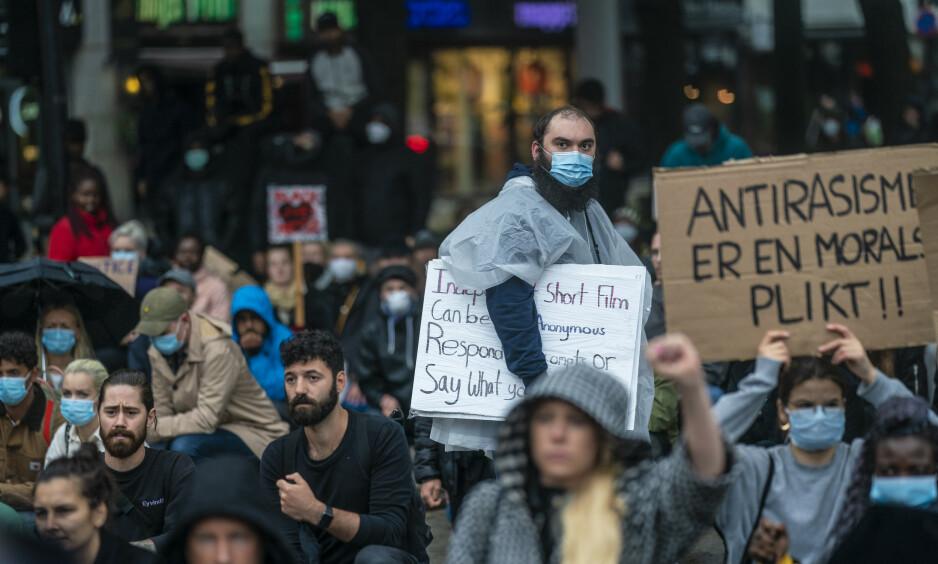 """DEMONSTRASJON: Demonstrasjonen """"We can't breathe - rettferdighet for George Floyd"""" i forbindelse med George Floyds dødsfall, arrangeres utenfor Stortinget i Oslo fredag 5. juni. Foto: Stian Lysberg Solum / NTB scanpix"""