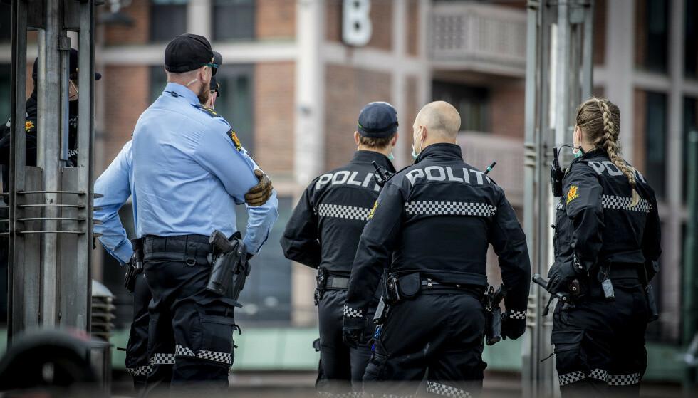 MOT RASISME: Som mange andre, har heller ikke jeg 100 prosent tiltro til politiet. Det kommer av personlige opplevelser og opplevelser som min nærmeste familie har gått gjennom, skriver innsenderen. Bilde fra Jernbanetorget ved en tidligere anledning. Foto: Bjørn Langsem / Dagbladet