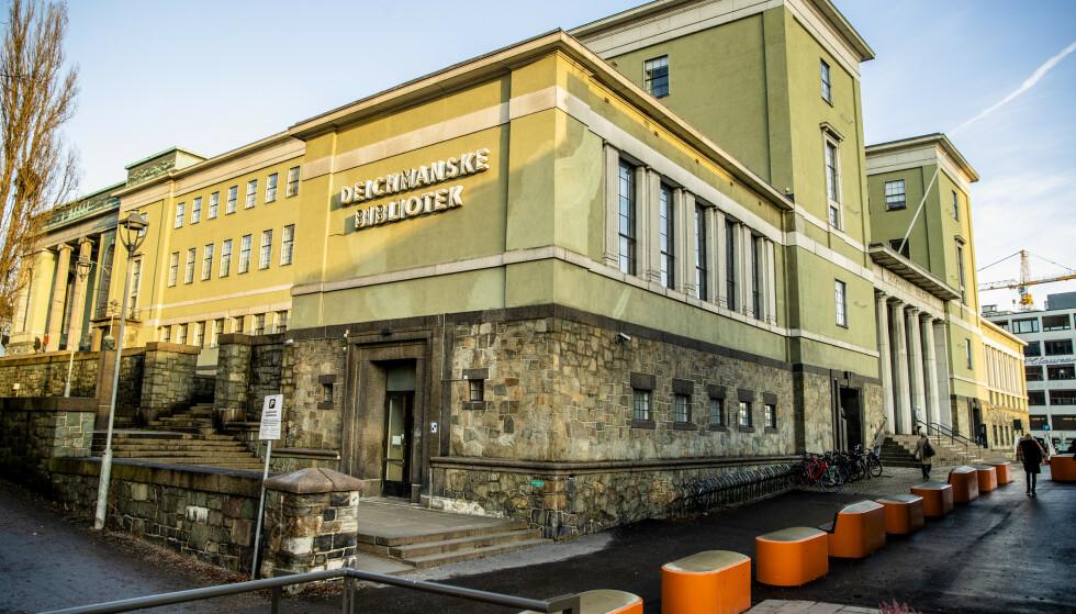 TIL SALGS: Gamle Deichmanske bibliotek i Oslo ble onsdag lagt ut for salg med en antatt markedsverdi på 58,6 millioner kroner. Foto: NTB scanpix
