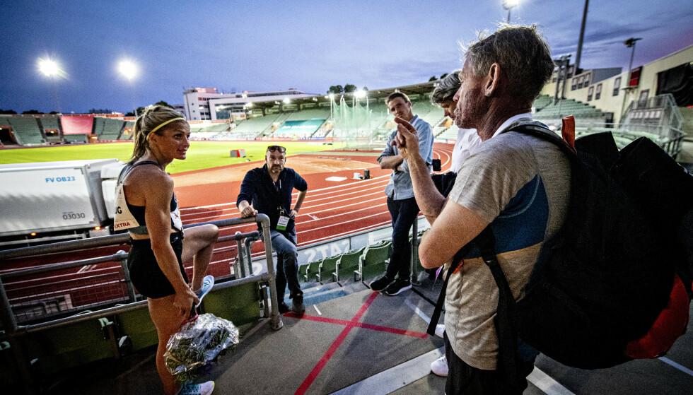 TEAM JOHAUG: Therese Johaug sammen med Pål Gunnar Mikkelsplass, manager Jørn Ernst og broren Karstein Johaug. Foto: Bjørn Langsem / Dagbladet