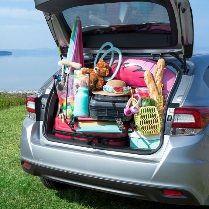 TUNGT NEDERST: Pakk det tyngste nederst, og sikre alle løse gjenstander i bilen.