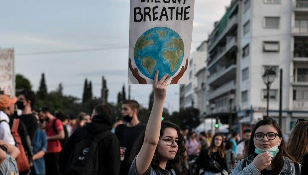 KLIMADEMO: Demonstrasjon i Athen under World Environment Day 5. juni i år. Foto: NTB SCANPIX / Louisa GOULIAMAKI / AFP