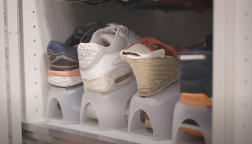 DOBBELT SÅ MANGE SKO: Denne skooppbevaringen gir deg plass til dobbelt så mange sko som en vanlig skohylle.