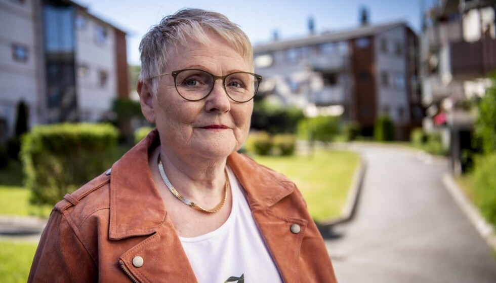 MANGE RAMMET: Berit (66) har artrose, som omtrent halvparten av den norske befolkningen får symptomer på i en eller annen form, i løpet av livet. Foto: Lars Eivind Bones