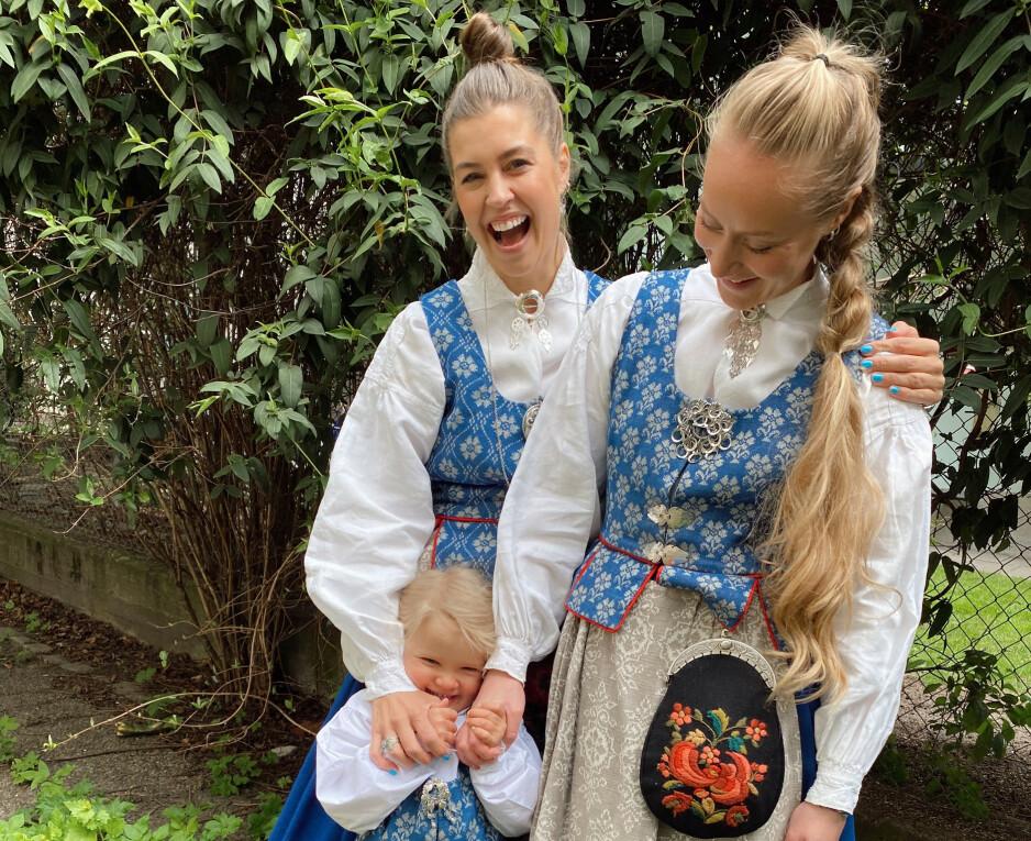LYKKELIG FAMILIE: Therese Aanonli og kjæresten Julie Aahlberg Øyan med dattera Nelly (3). Foto: Privat