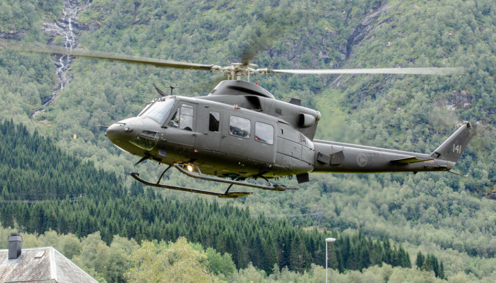 HELIKOPTER: Et Bell 412-helikopter fra Forsvaret ble i november satt inn med mannskap for å støtte ambulanseberedskapen i Finnmark. Fra midten av juli avløses det av en ny, midlertidig løsning. Foto: Audin Braastad / NTB Scanpix
