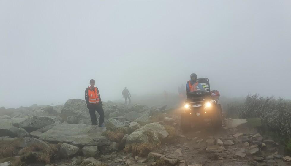 REDNINGSAKSJON: Røde Kors har i år fått flere henvendelser enn det de er vant til i juni. Bildet er fra en redningsaksjon ved Rjukan. Foto: Mats Finnekås / Rjukan og Tinn Røde Kors Hjelpekorps