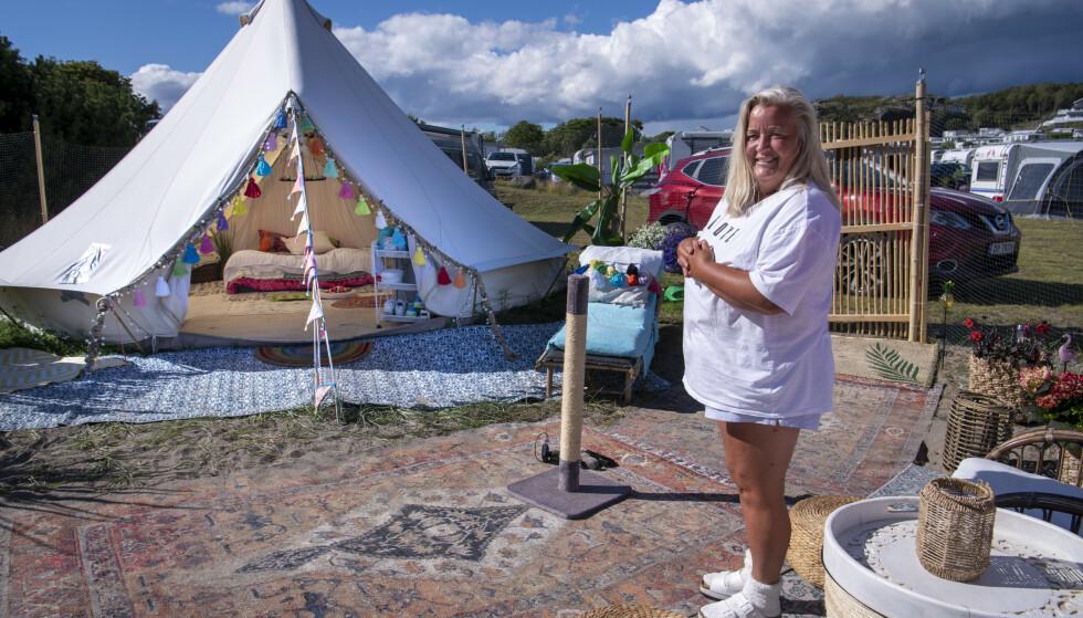 GLAMPING: Trine Avnung driver ikke med ordinær camping. Hun glamper på Oddane Sand Camping utenfor Nevlunghavn. Foto: Lars Eivind Bones / Dagbladet.