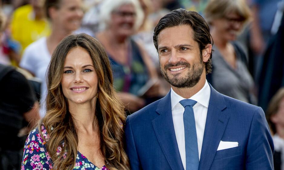 DELER NYE BILDER: Prins Carl Philip og kona prinsesse Sofia har delt en rekke private sommerbilder med følgerne sine på Instagram. Foto: NTB Scanpix