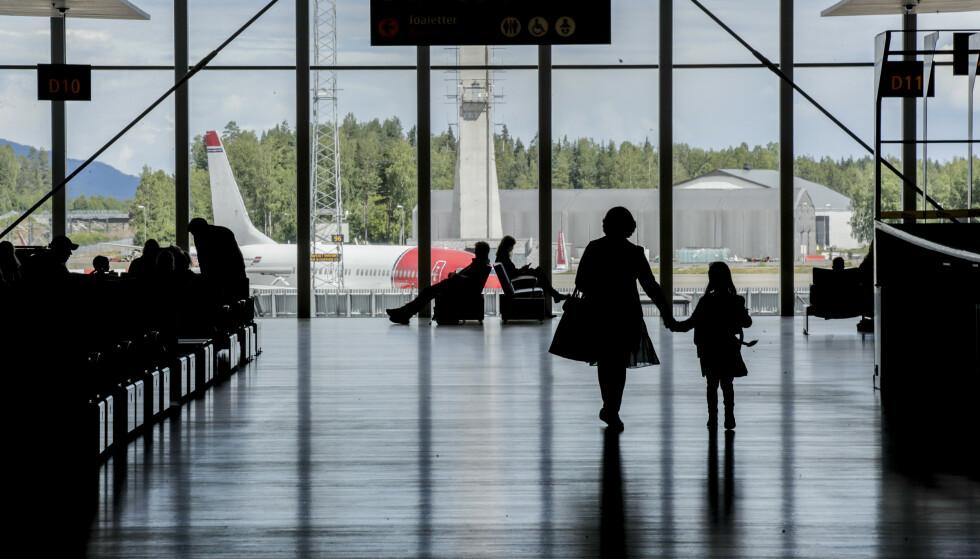 VURDERER VAKSINEPASS-ORDNING: I midten av mars la EU-kommisjonen fram sitt forslag til digitalt vaksinepass, som skal gjøre det lettere å reise mellom EU-landene. De har åpnet for at Norge kan bli med. Foto: Vidar Ruud / NTB