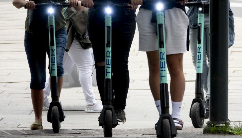 OSLO: Elsparkesyklene er blitt populære hos borgere i Oslo. I sommer er det mange som farer rundt på de.  Foto: Geir Olsen / NTB scanpix