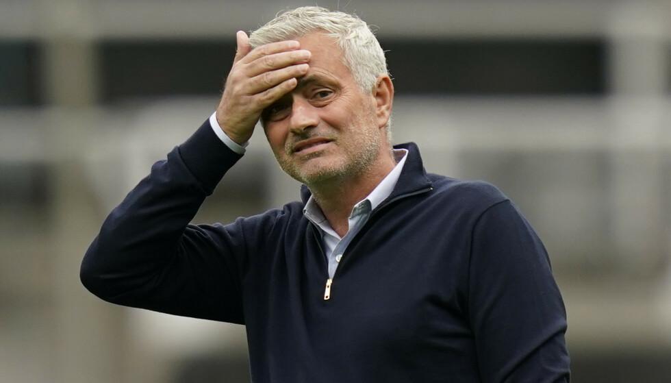 IKKE IMPONERT: Jose Mourinho mener Liverpool mangler få førstelagssspillere. Foto: NTB