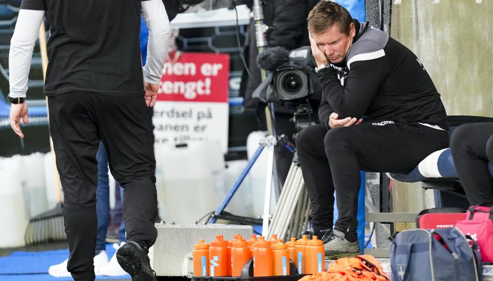 DET ER BARE FOTBALL: Haugesunds trener Jostein Grindhaug har perspektiv selv om han var langt nede etter enda et tap lørdag kveld. Ingen har mistet livet, det er bare fotball. Og fordi han kjenner lusa på gangen vet han også hva som skal til for å snu det. Hardt arbeid. Foto: Jan Kåre Ness / NTB scanpix