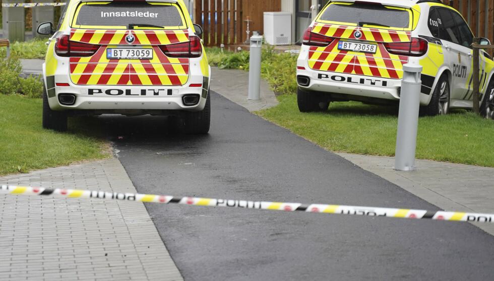 ETTERFORSKES SOM DRAP: To barn ble funnet døde og deres mor kritisk skadd på en adresse på Lørenskog søndag morgen. Foto: Fredrik Hagen / NTB scanpix