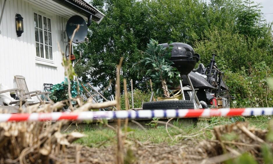 AVSPERRET: Åtte dager etter drapet på Christian Halvorsen (43) er politisperringene fremdeles oppe rundt hagen der han ble drept. Foto: Øistein Norum Monsen/Dagbladet.