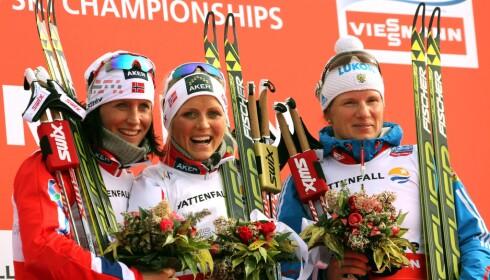 JUKSET: Julia Tsjekaleva smilte ikke mye etter VM-bronsen på 10 km fristil i 2013 bak Therese Johaug og Marit Bjørgen. Foto: AFP PHOTO / PIERRE TEYSSOT