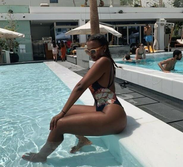 PÅ TUR: «Paradise Hotel»-profilen Jamilla Brooke Wais nyter late sommerdager i Dubai med venninna Melina Johnsen. Foto: Privat