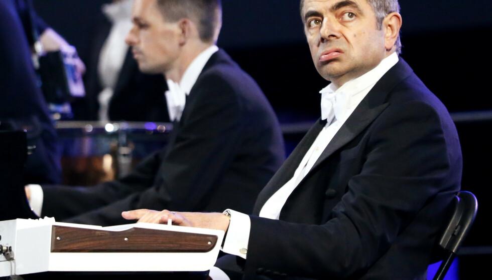 FASADEN SPREKKER: Moro med Mr. Bean under åpningsseremonien til sommer-OL i London 2012. Nå sprekker fasaden etter avsløringene om hvordan UK Sport drev medisinske forsøk med OL-håpene for å vinne flest mulig medaljer. FOTO: REUTERS/Kai Pfaffenbach.(