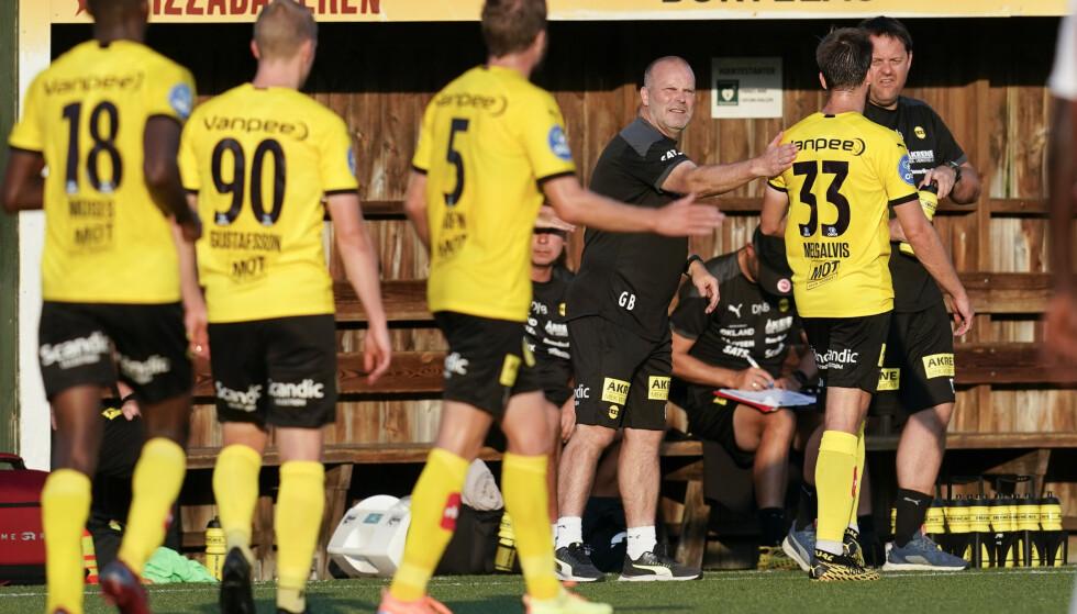 JUBEL: Lillestrøm og trener Geir Bakke jublet for en svært etterlengtet seier på Ekeberg tirsdag kveld. Foto: Fredrik Hagen / NTB scanpix