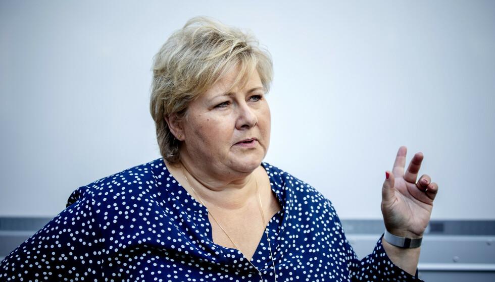 PEKEFINGER: Erna Solberg kommer med en klar beskjed til studentene. Foto: Nina Hansen / DAGBLADET