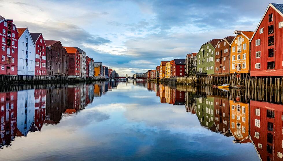 FÅR REFS: Flere Trondheim-boere forteller at de ikke kommer gjennom på kommunens coronatelefon, selv etter flere dagers forsøk. Foto: Shutterstock / NTB Scanpix