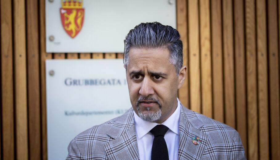 IKKE NOE Å ELSKE: Kulturminister Abid Raja sier han elsker Northug, men at dette ikke er noe vi kan elske. Foto: Bjørn Langsem / Dagbladet