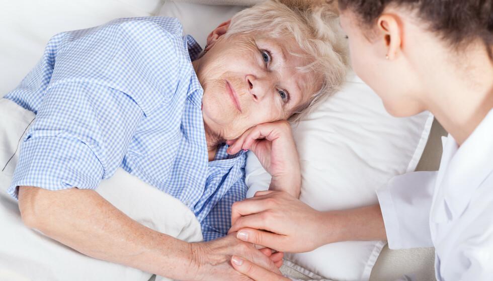 PALLATIV BEHANDLING: Den innsatsstyrte sykehusfinansieringen går særlig utover de aller svakeste pasientene, som ofte opplever en runddans mellom sykehus, sykehjem og hjemmet den siste levetiden, skriver innleggsforfatteren. Illustrasjonsfoto: Shutterstock / NTB Scanpix