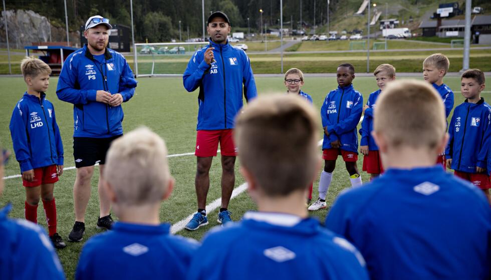 <strong>MINTES LAGKAMERATEN:</strong> Laget Mikael spilte på, hedret ham og stiftelsen med et minutts applaus. Foto: Kristian Ridder-Nielsen / Dagbladet