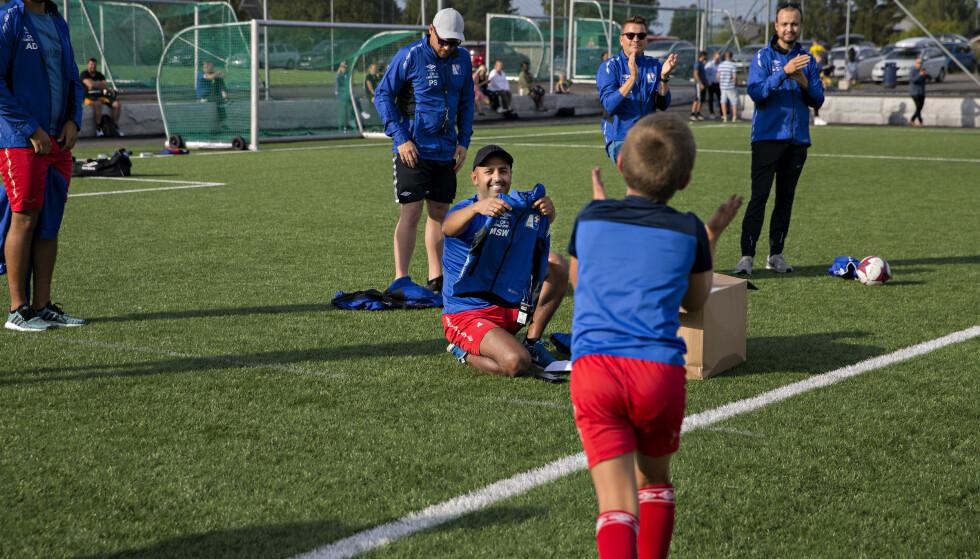 <strong>GLEDE:</strong> Guttene på laget er begeistret over gaven fra stiftelsen. Foto: Kristian Ridder-Nielsen / Dagbladet