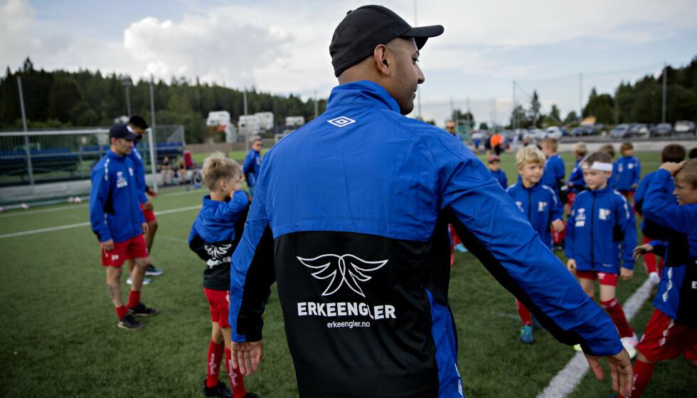 <strong>LOGO:</strong> De donerte jakkene har Erkeenglers nyutformede logo på ryggen. På brystet har hvert lagmedlem sine initialer. Foto: Kristian Ridder-Nielsen / Dagbladet